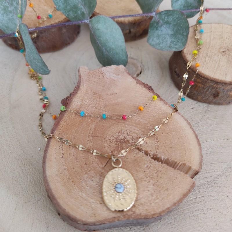 Collier perles et pampilles multicolores avec médaillon, Leyabijoux.com